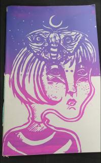 Cuaderno chica con polilla